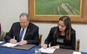 Gremio pesquero y la UdeC firman convenio para promover el I+D