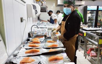 ProPescado y Cocineros por Chile entregaron más de 2.000 almuerzos solidarios en Punta Arenas y Puerto Natales