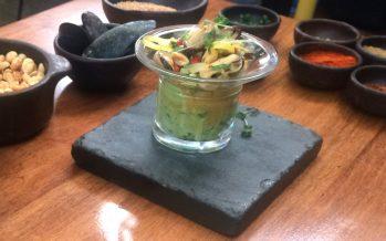 Tártaro de choritos con palta al cilantro y ají verde